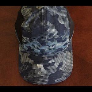 EUC Lululemon Surge Run Hat